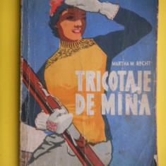 TRICOTAJE DE MANA Martha Recht - Carte design vestimentar