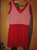 Rochita tricotata- cu rosu si alb, M/L, Scurta