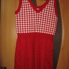 Rochita tricotata- cu rosu si alb - Rochie tricotate, M/L