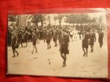 Fotografie -Cercetasi la Demonstratie ,cu salutul Legionar