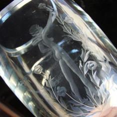 Frumoasa vaza de colectie, avand gravata o femeie dezbracata (2) - Vaza sticla