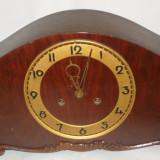 Ceas vechi mecanic de semineu/ camin din lemn si mecanism alama cu 2 gauri Suevia