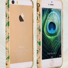 Bumper stilist cu margine aurie din metal si cristale  pentru iphone 5 + folie ecran cadou