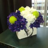 Aranjament flori artificiale - hortensii mov inchis si albe - Vaza si suport flori