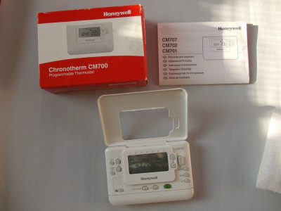 Termostat programabil (cronotermostat) Honeywell CM700 foto
