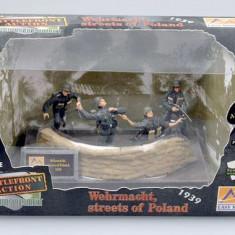 Diorama + 4 soldati - Wehrmacht streets of Poland - 1939 scara 1:35, peste 14 ani, Unisex