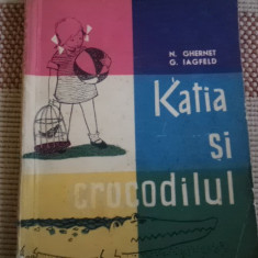 Katia si crocodilul editura tineretului Ghernet Iagfeld ilustrata desene povesti - Carte de povesti