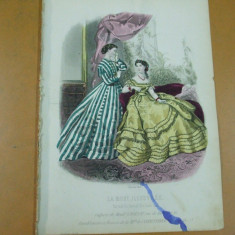 Moda costum rochie evantai gravura color La mode illustree Paris 1866