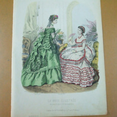 Moda costum rochie evantai  gravura color La mode illustree Paris 1869