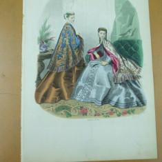 Moda costum rochie palarie gravura color Paris - Revista moda