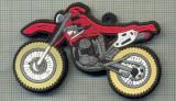 ATAM2001 718 - TEMATICA MOTOCICLISM - PLACHETA PLASTIC + MAGNET, PENTRU FIXARE DECORATIVA, PE FRIGIDER(PE ORICE SUPORT METALIC)  -starea care se vede