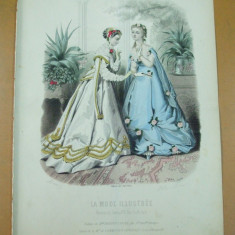 Moda costum   rochie evantai   gravura color La mode illustree Paris 1867