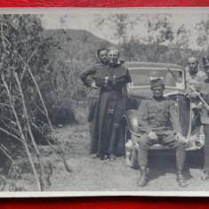 Carte postala - Masina de epoca si Soldati - Carte Postala Banat dupa 1918