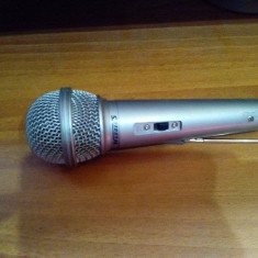 Microfon karaoke - Echipament karaoke