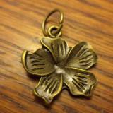 Pandantiv/martisor floare mica de bronz