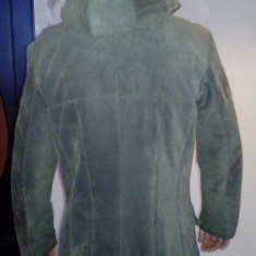Palton piele intoarsa