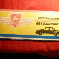 GAZ (Gorkovsky Avtomobilny Zavod) -Etui pt. set insigne Rusia Automobil, 1982 - Cartonas de colectie