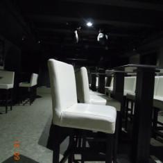 Mese tip cocktail -lemn masiv -culoare venghe - Mobila pentru baruri si cluburi
