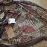 Sal mare nou-nout cu eticheta, decorat cu papagali, pene si elemente vegetale - Esarfa, Sal Dama