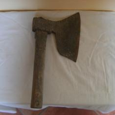 Deosebita barda veche anii 30, folosita in macelarie, din fier cu doua modele in relief pe lama - Metal/Fonta