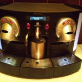 Mărește imagine Aparat cafea CS 220 Nespresso , functii Cappuccino si Caffe Latte .