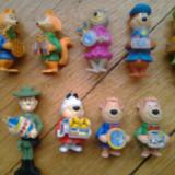 Colectie set lot 9 figurine Surprize Kinder Yogi Bear serie anii 1990 Yogi Boo Boo Cindy Ranger Smith Fibber Fox Chopper Dog cu accesorii complete
