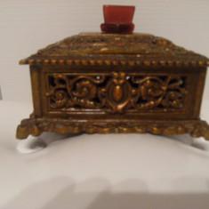 Caseta veche de bijuterii in stil Baroc, din cupru, perioada interbelica, stare foarte buna, de colectie !