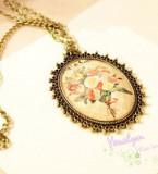 Colier aspect vintage, model floral, auriu