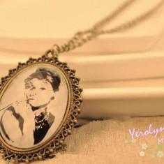 Colier aspect vintage, model Audrey Hepburn - Colier fashion