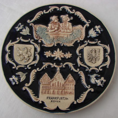 Superba farfurie mare din ceramica emailata cu blazonul orasului Frankfurt - Arta Ceramica