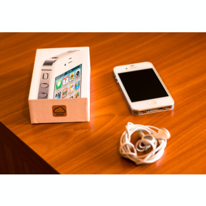 Vand iPhone 4S 16GB White + Husa + Dual Fit Armbrand