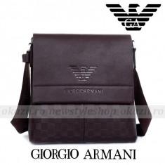 GIORGIO ARMANI - Geanta de umar din piele - Geanta Barbati Armani, Marime: Medie, Culoare: Maro, Geanta tip postas