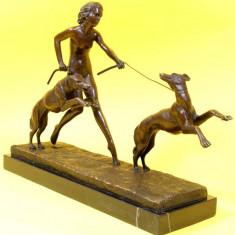 FEMEIE CU CAINI- STATUETA DIN BRONZ PE SOCLU DIN MARMURA - sculptura reproducere, Scene gen
