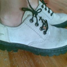 Pantofi din piele marimea 38, purtati o singura data! - Pantof dama, Culoare: Crem, Crem, Cu talpa joasa