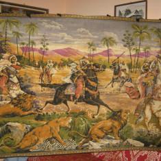 Carpeta foarte veche cu vanatoare de lei, originala afgana