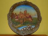AuX: Frumoasa aplica veche de perete, decoratinuea e confectionata din aluminiu turnat si pictat, reprezinta un castel romanesc, posibil Bran, Peles?, Ornamentale