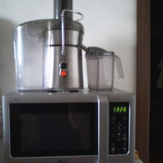Cuptor cu microunde Whirlpool + storcator de fructe Zelmer, inox,, 700 W
