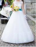 rochie de mireasa printesa cu dantela la baza gatului si la tiv.