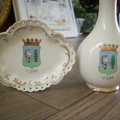 Vaza si farfurioara din portelan fin, pictate manual.Este scrisa localitatea Izsak. - Bibelou vechi