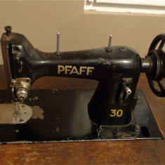 Masina de cusut PFAFF clasa 30 (30/31) manuala - actionare prin pedale - fara masuta == model vintage