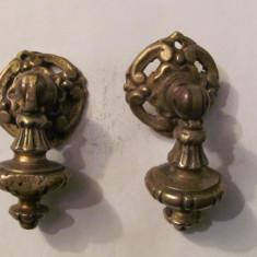 PVM - Set (2) doi tragatori vechi din bronz deosebiti pentru mobilier
