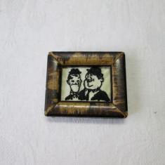 Stan si Bran broderie artistica miniatura, in rama veche de lemn, tablou miniatura cusut de mana - Tablou autor neidentificat