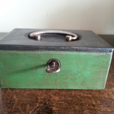 Cutie / caseta de valori metalica cu cheie inceput de sec Xx