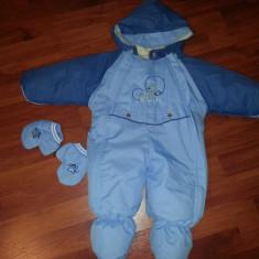 Vand Salopeta / Costum schi pentru copii 3-6 luni ( tip cosmonaut dintr-un bucata/ fis iarna), culoare albastru, inaltime de la umar la calcai 54 cm - Echipament ski