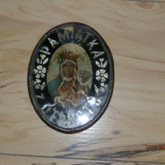 Iconita veche pe sticla.Personajele sunt realizate prin tehnica,cromolitografie.