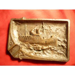 Scrumiera veche cu motiv naval , bronz sculptat , dim. 11,8x8 cm