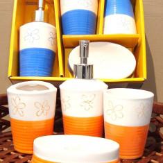 Set baie portelan cu suport sapun, dozator, pahare apa si peruta, model Bicolor - Set mobilier baie