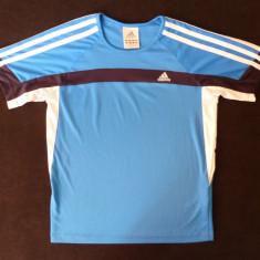 Tricou Adidas; marime 11/12 Years, XS pentru barbati: 45 cm bust, 50 cm lungime