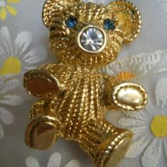 Superba si Eleganta Brosa Ursulet draguta si vesela in stare ireprosabila - Brosa placate cu aur