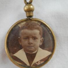 Medalion Biedermeier 1850 cu fotografie si pastrat mot copil Rar Vintage Vechi, Alama